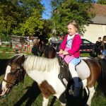Ponyreiten am Tschardakenfest Halbturn