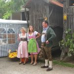 Besucher in Tracht am Tschardakenfest Halbturn